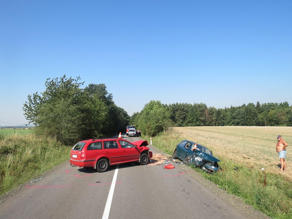 Střet dvou škodovek u Lužan.