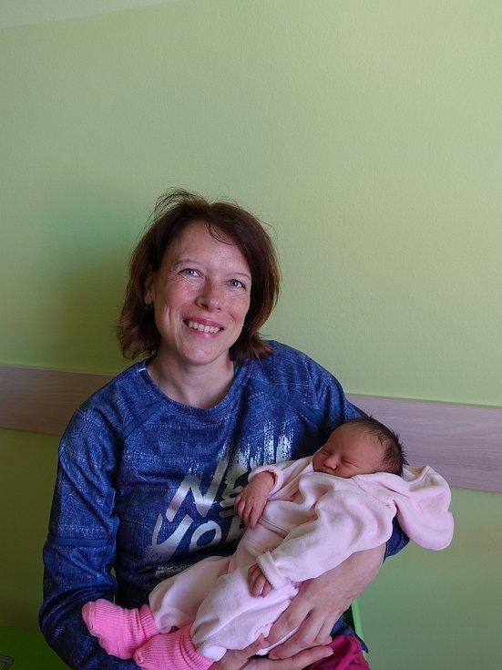 Justýna Semencová se směje na svět od 28. května. Narodila se s mírou 47 cm a váhou 3,25 kg. Radují se Gabriela a Jiří Semencovi. V Hradci Králové ji přivítá sestřička Šarlota.