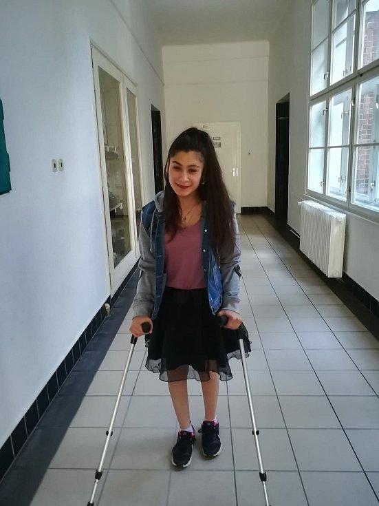 Nicola Kuruczová bojuje s mozkovou obrnou. Můžeme ji všichni na její cestě podpořit a pomoci.