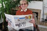 Devadesátiletá Věra Šedivá z Osenic, věrná čtenářka Jičínského deníku. Noviny pročítá denně sedmdesát let.