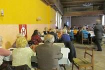 Ze schůze novopackého Svazu tělesně postižených.