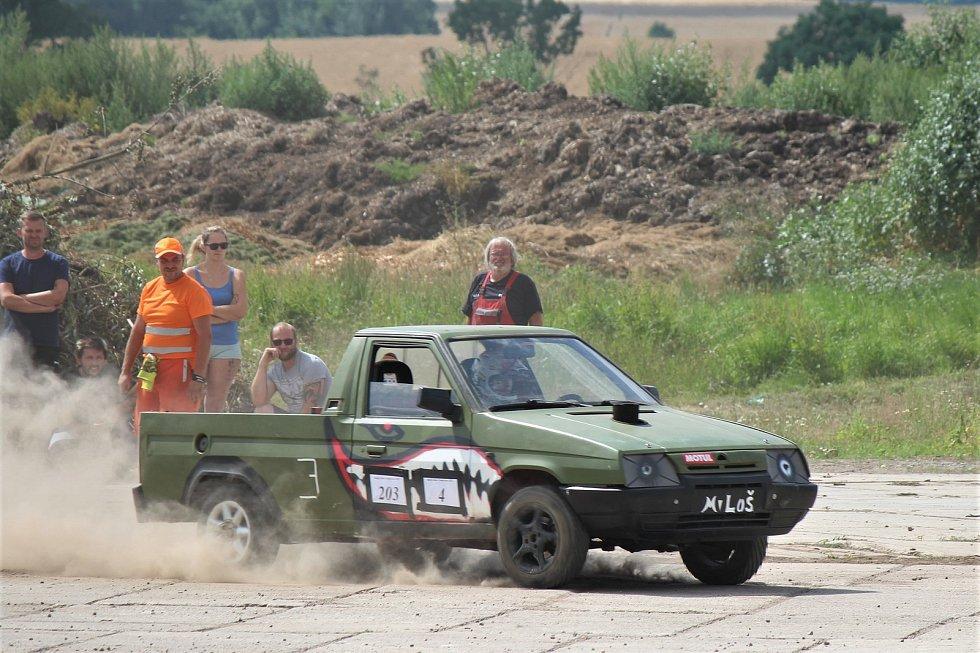 Poprvé od roku 2017 se Babákovi rozhodli uspořádat Rally v Nemyčevsi. Zúčastnit se mohl každý s autem a platným řidičákem.