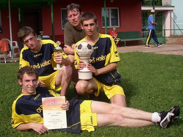 Vítězné hořické nohejbalové družstvo ve složení P. Vydra, B. Stejskal, M. Gábor a trenér V. Duchoň.
