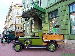 Ze slavnostního otevření pivnice hotelu Praha.