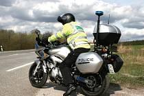 Policisté využívají při kontrolách nových silných motocyklů.