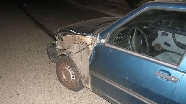 Odcizené auto bylo nalezeno havarované.