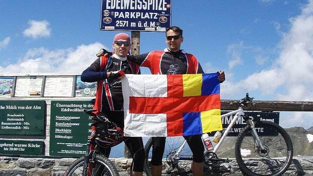 Členové miletínského klubu Prasklej řetěz na Edelweisspitze.