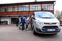 Sdružení Sportem proti bariérám dostalo nové auto.