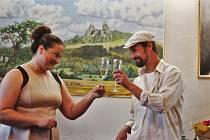 Výstava obrazů Jakuba Lustiga bude v kavárně Amos viset do 30. listopadu.