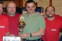 Alexandr Řehořek (s pohárem) startuje na řadě turnajů, kde dosahuje velmi dobrých výsledků.
