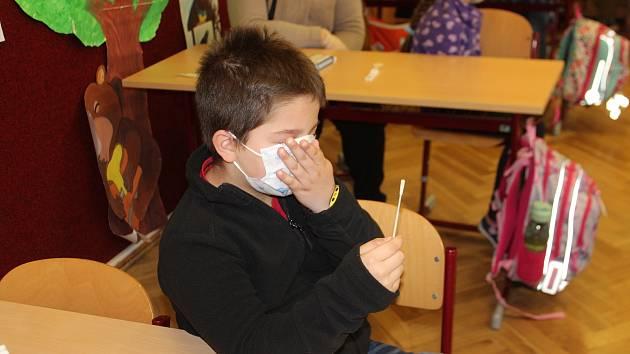Testování žáků ve školách. Ilustrační foto.