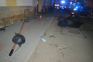 Nehoda automobilu v hořické Klicperově ulici.