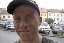 Dan Polman po dojezdu na hořickém náměstí. Trať byla náročná.