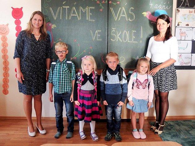Základní škola Radim přivítala 4.září čtyři žáky první třídy. Ředitelkou  školy je Jana Zedníčková.