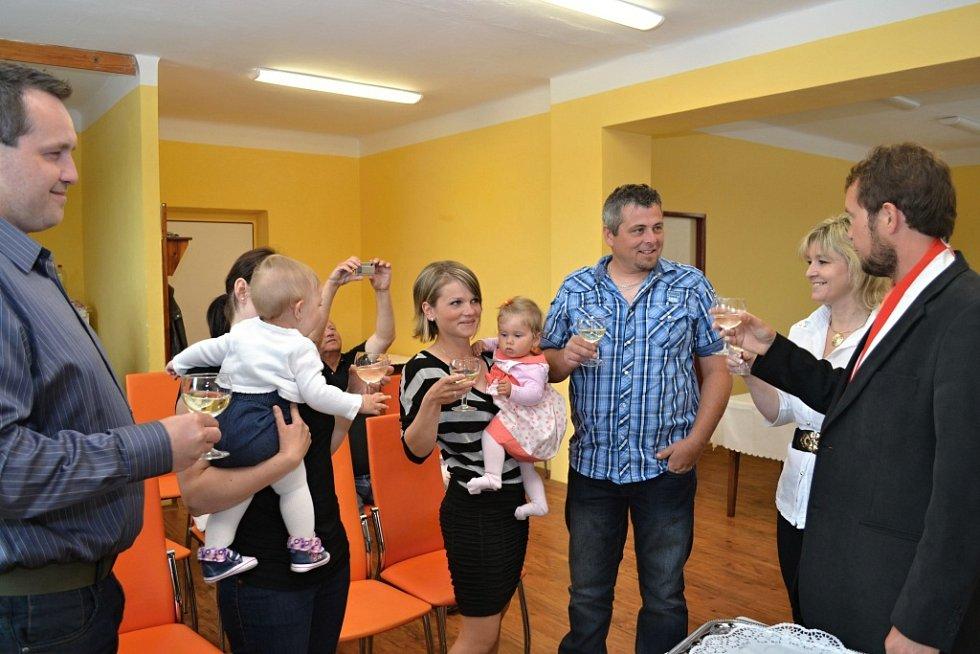 Vítání občánků ve Vitiněvsi.