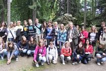 Studenti hořického gymnáízia s kamarády z Chotěbuzi.