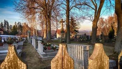 Hřbitůvek s rodiči manželky.
