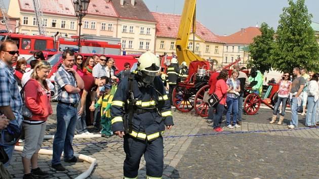 Prvomájová prezentace hasičů v Jičíně.
