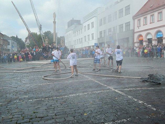 Oslavy novopackých hasičů.