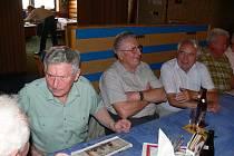 Ze setkání absolventu gymnázia po 57 letech.