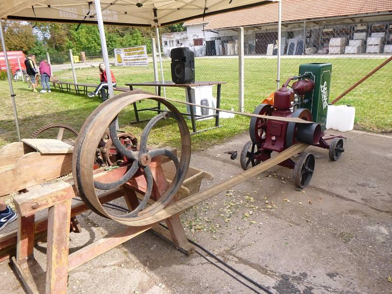 V Lískovicích se proháněly traktory z různých období.