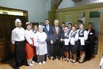 Prezident Zeman s doprovodem na obědě v Jilemnici.