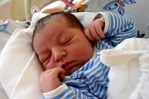 JAKUB KUPČINA dělá svým rodičům Kláře Horákové a Antonínu Kupčinovi radost od 16. října, kdy se narodil s porodní mírou 51 cm a váhou 3,72 kg. Doma v Sobotce se na bratříčka těší roční Laura.
