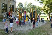 Dětské hřiště u chomutické školy.