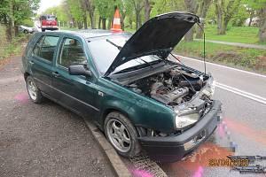 Řidič utekl od dopravní nehody, vůz nechal na místě.