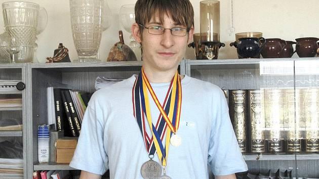 Ondřej Hák se získanými medailemi.
