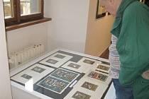 Z vernisáže výstavy díla Anny Mackové.