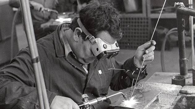 Nová Paka, Silniční stroje a zařízení, svářeči SSaZ (1), svářeči SSaZ (2), svářeči SSaZ (3), svářeči SSaZ (5), Učnovské středisko při SSaZ, 71 cen trál výročka, obrobna, prototypová dílna (2), obrobna 82, Prototypová dílna.