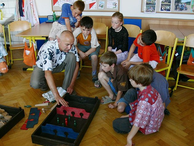 Jičínské muzeum přibližuje dětem hračky již dávno zapomenuté.