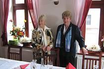 Naďa Kavalírová (vlevo) a Blanka Čílová při oslavě svých 80. narozenin v září 2008.