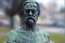 Socha Bedřicha Smetany v Nové Pace.