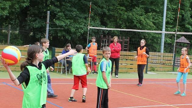 Přebudované hřiště u základní školy slavnostně otevřou 3. září