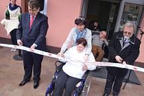Slavnostní otevření domků pro postižené v Hořicích.