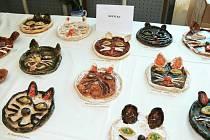 Z výstavy keramiky v Ostroměři.