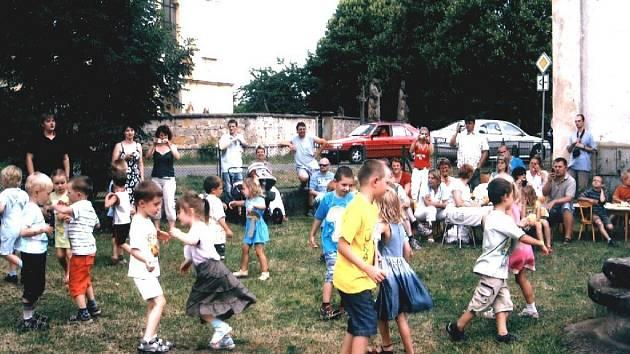 Ze zahradní slavnosti v Ostružně.