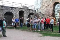 Z otevření nového okruhu na hradě Pecka.