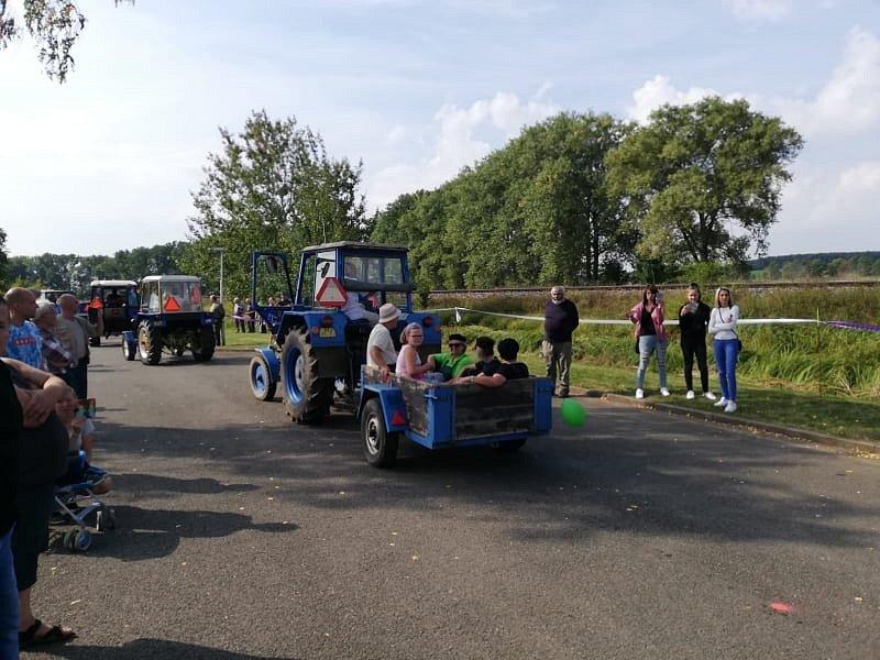 Sraz legendárních traktorů Zetor v Ohnišťanech.