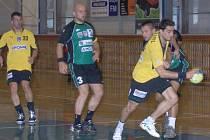 Družstvo HBC Ronal Jičín (ve žlutém)