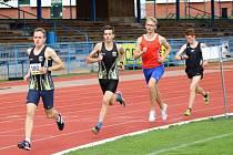 NA SNÍMKU s číslem 100 vítěz závodu na tři kilometry.