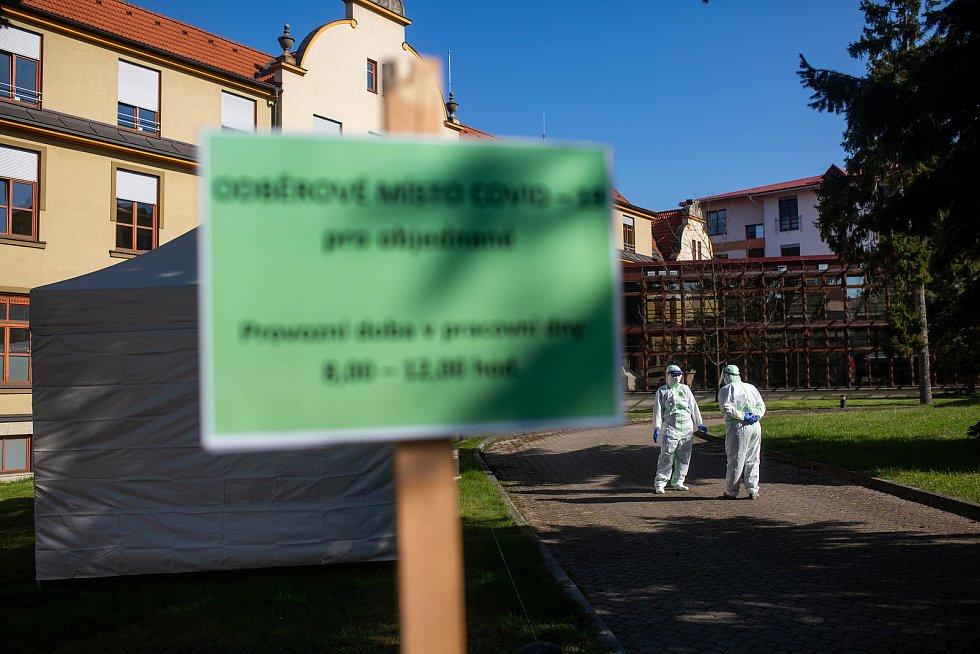 Odběrové místo na Covid-19 v jičínské nemocnici.