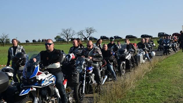Do lužanských hvozdů zamířily tisíce motorkářů