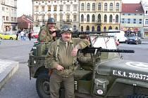 Hořicemi projeli američtí autoveteráni v rámci Mise Velichovky 2009.