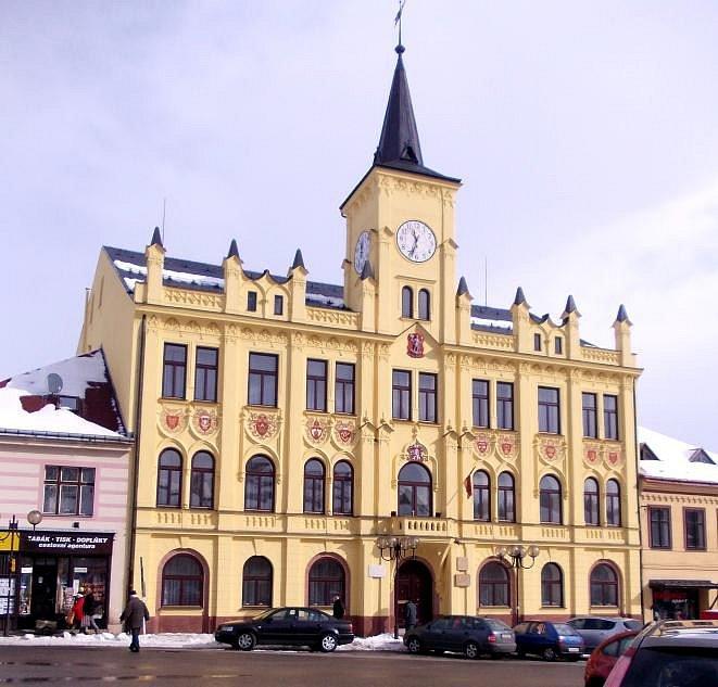 Lomnice nad Popelkou - radnice.