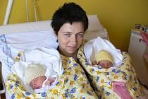 Manželé Veselých z Libuně mají hned dvojí radost. Druhého září se jim narodila dvojčátka – Ema a Stela. Obě slečny měly stejnou váhu i míru – 2200 g a 45 cm.
