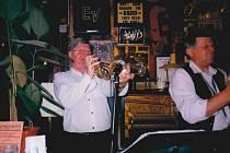 Koncert Milana Sedláčka s kapelou 31. 10. 1999 v nejstarším berlínském jazzovém klubu vedle Brandenburské brány.