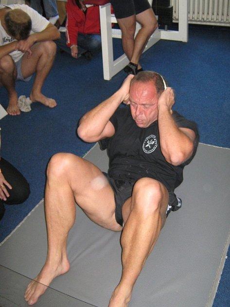 Jarda Štěpán v disciplíně leh - sed.